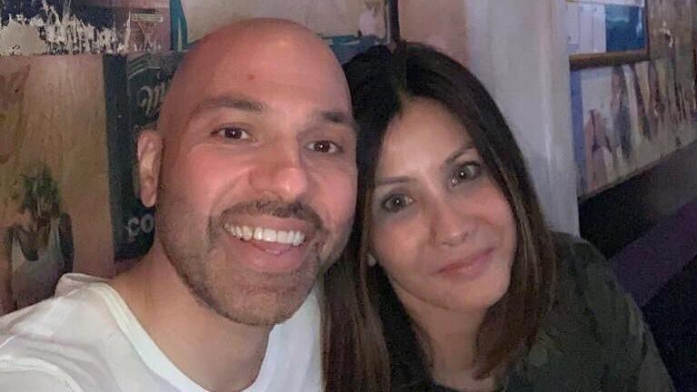 Sering dijuluki lovely couple, Medina dan Sajad memang selalu memamerkan kemesraan mereka di depan publik.