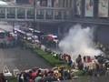 VIDEO: Polisi Hong Kong Todongkan Pistol ke Arah Demonstran