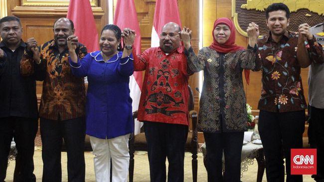Gubernur Papua Lukas Enembe mengaku memahami emosi mahasiswa Papua di asrama Surabaya, dan berencana menjadwalkan ulang kunjungan ke asrama.