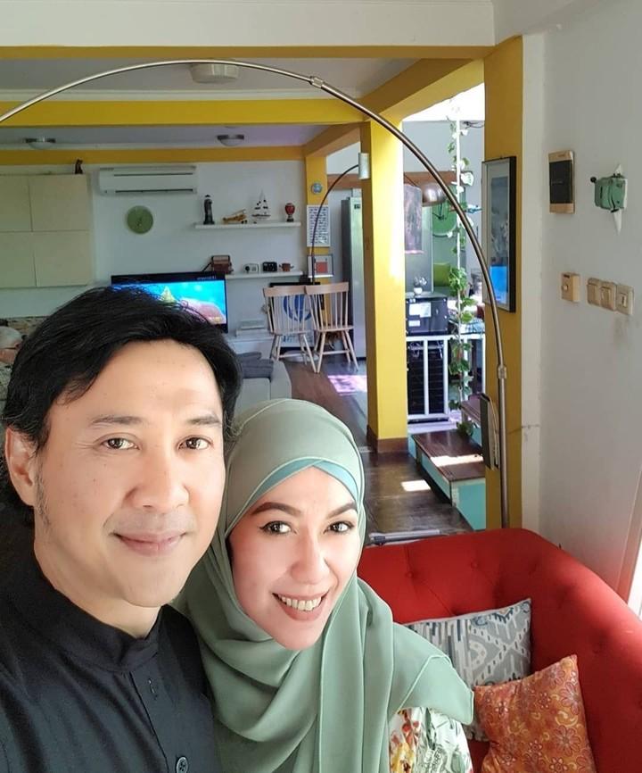 Pemeran Akum dalam Dunia Terbalik, Agus Kuncoro, kerap mengunggah foto-foto romantis dengan sang istri, Anggia Jelita.