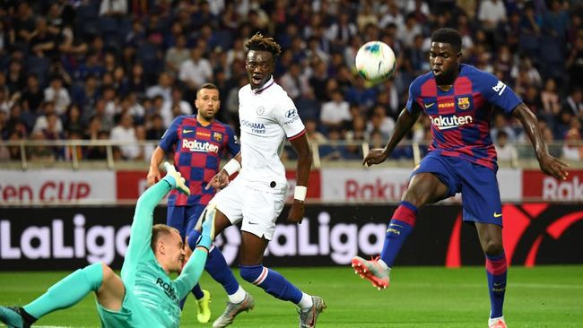 Pemain belakang Barcelona asal Prancis Samuel Umtiti dinyatakan positif terinfeksi virus corona.