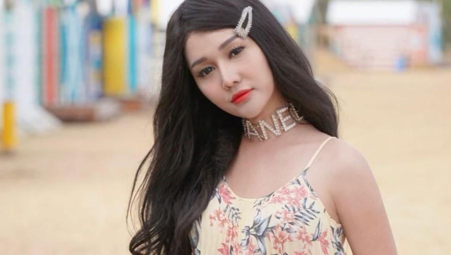 Bokong Lucinta Luna Dicolek Penggemar, Netizen: Jiwa Premannya Keluar