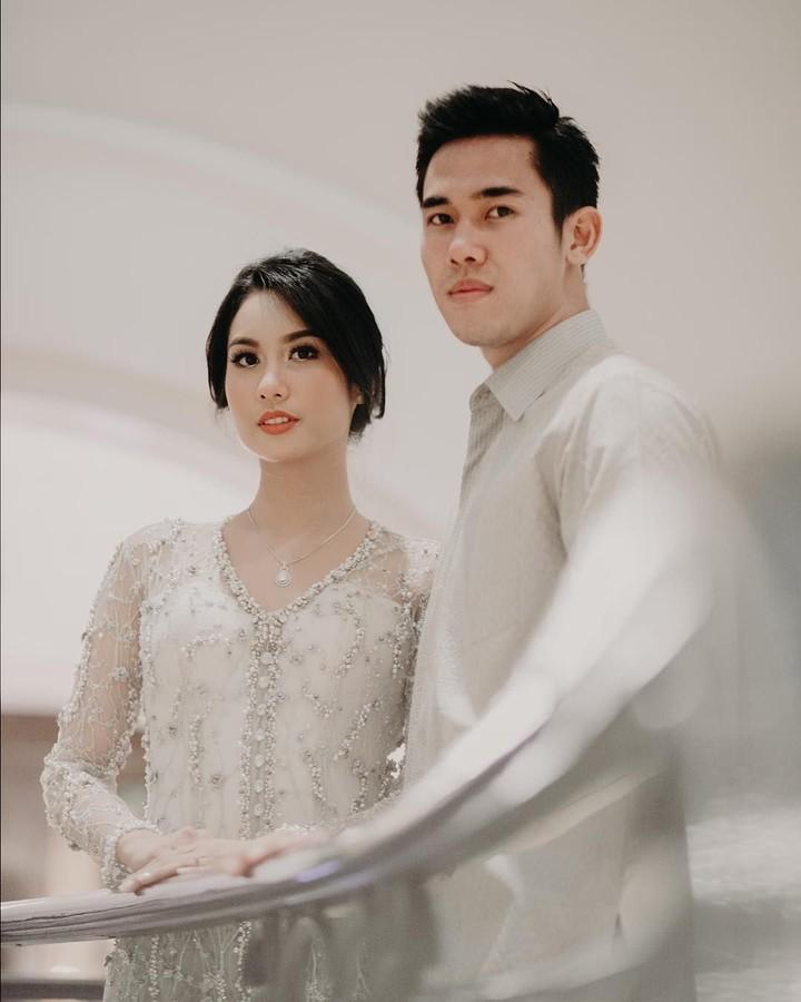 Pasangan muda Ryuji Utomo dan Shabrina Ayu tengah menantikan kehadiran buah hati pertama. Intip yuk deretan momen romantis ala mereka.