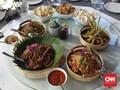 Mencicip Megibung, Tradisi Makan Bersama Khas Bali