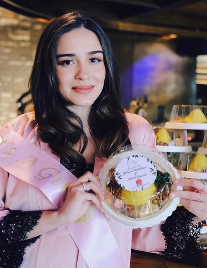 <p>Yasmine memamerkan hidangan yang disajikan dalam pesta baby shower tersebut. Salah satunya tumpang mini nih, Bun. Semoga bisa menjadi inspirasi ya. (Foto: Instagram @yaswildblood)</p>