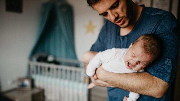 Ketika makan, risiko anak atau bayi tersedak bisa terjadi. Ketahui cara tepat memberikan pertolongan pertamanya, Bun.