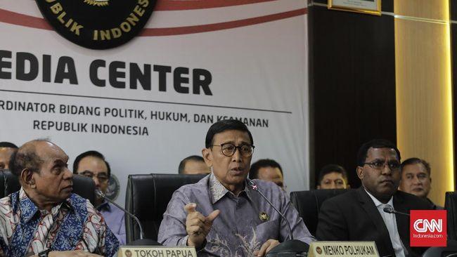 Direktur RSDU Berkah, Pandeglang, Firman mengatakan Wiranto langsung dibawa ke IGD lantaran mengalami luka tusuk di perut sebelah kiri bawah.