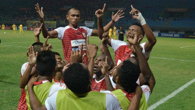 Klasemen sementara Liga 1 2019 mengalami perubahan setelah Persipura Jayapura mengalahkan Madura United 2-0 di Stadion Gelora Ratu Pamelingan, Minggu (3/11).
