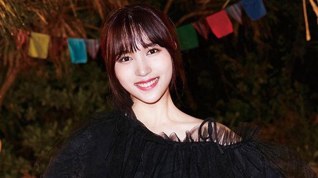 Mina membuat penampilan spesial dalam acara 'fan meeting' yang juga menjadi perayaan ultah ke-4 girlband TWICE.