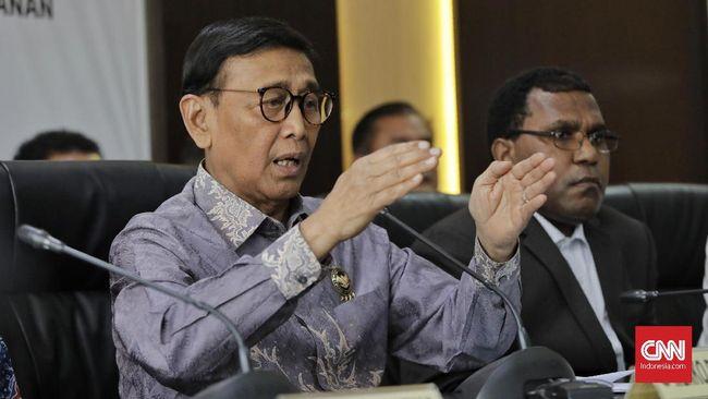 Kapolsek Menes, Kompol Daryanto turut menjadi korban penusukan pelaku penyerangan Wiranto dengan luka di bagian punggung.