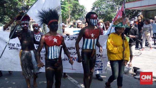 Pengamat mendorong pemerintah agar aktif membuat konten di internet untuk melawan balik isu hoaks soal Papua.