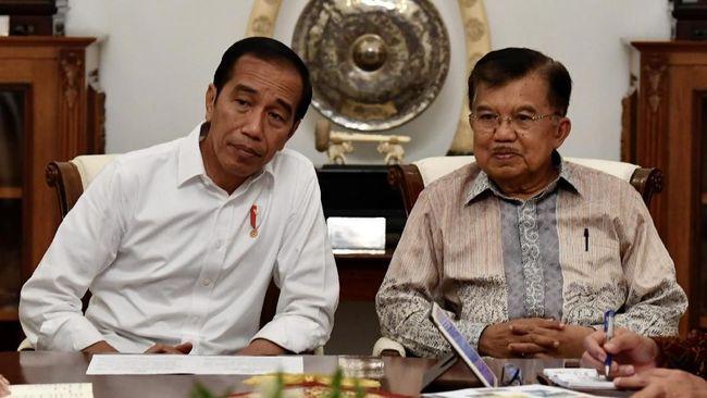 Jusuf Kalla menyinggung soal permintaan kritik pemerintah dari Presiden Jokowi saat membahas menurunnya indeks demokrasi Indonesia menurut survei EIU.