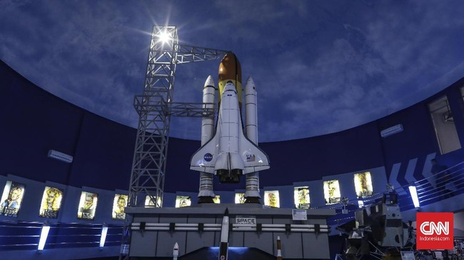 Lewat museum Skyworld, TMII mengajak pengunjung untuk menjelajah luar angkasa.