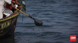 Laut Pulau Pari Tercemar Minyak, Sumber Tumpahan Ditelusuri