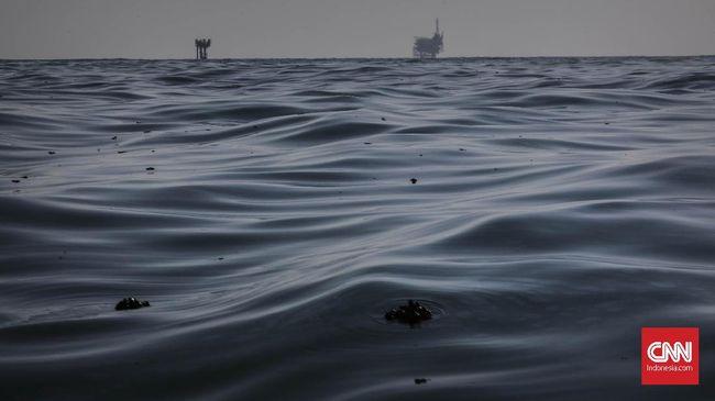 Pertamina Hulu Energi menemukan tumpahan minyak di perairan Pulau Panggang dan Pramuka. Mereka sedang mencari asal tumpahan minyak.