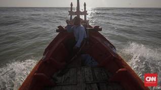Puluhan Nelayan Pekalongan Jalani Isolasi Mandiri di Laut