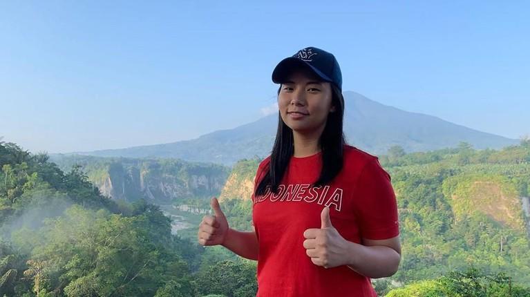 Livi Zheng juga menyebut jika dirinya patut untuk menjadi panutan. Pasalnya ia telah menjadi narasumber di 30 kampus di Indonesia dan memberikan penjelasan tentang apa saja prestasi yang telah didapatnya.