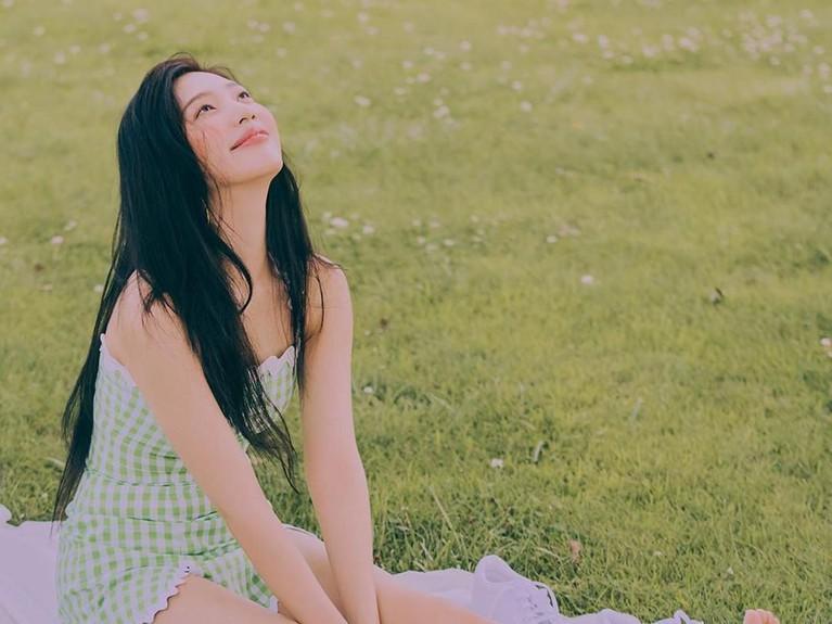 Penampilan Joy saat penggarapan video musik Red Velvet terbaru yang berjudul Umpah Umpah.
