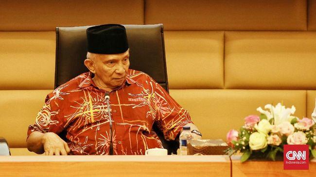 Amien Rais menyarankan Joko Widodo mundur dari jabatan presiden bila tak memiliki kompetensi memimpin negara. Kata Amien, Jokowi tak mampu mengelola ekonomi.