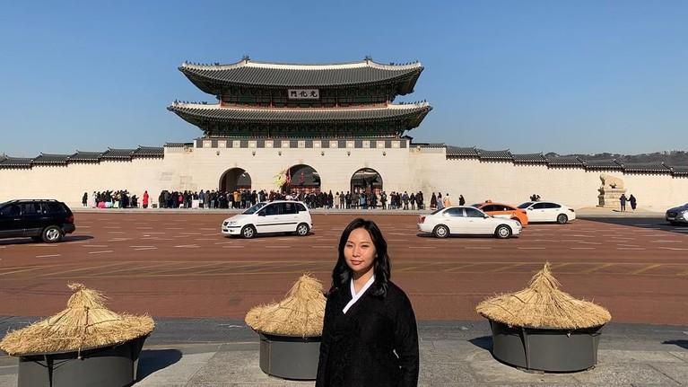 Karya Livi Zheng juga sempat direview oleh media asing seperti LA dan New York Times. Salah satu karyanya yang pernah dimuat adalah film Brush With Danger yang tayang pada 2014 lalu.
