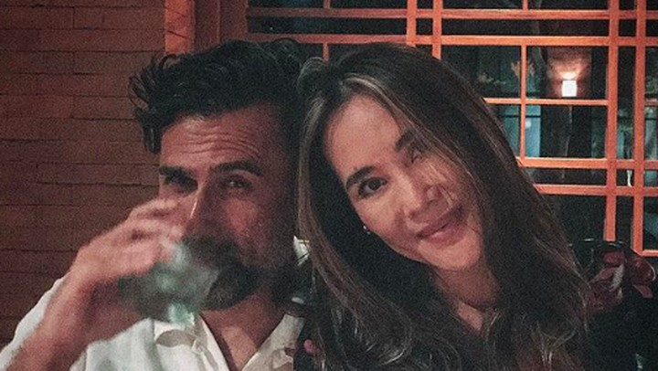 <p>Jeremy dan Ina baru saja merayakan wedding anniversary yang ke-25. Tetap terlihat mesra dan awet muda. (Foto: Instagram @jeremythomas_jt)</p>