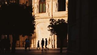 Katedral Sevilla Terapkan Aturan Terkait Pakaian