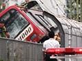 FOTO: Tabrakan Maut Kereta dan Truk di Jepang
