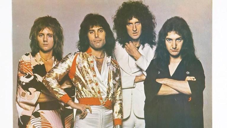 Don't Stop Me Now. Lagu yang diciptakan oleh Freddie Mercury ini berhasil mendapatkan lima platinum dari berbagai negara. Sama dengan lagu-lagu lainnya, Don't Stop Me Now juga menghiasi tangga lagu dunia.