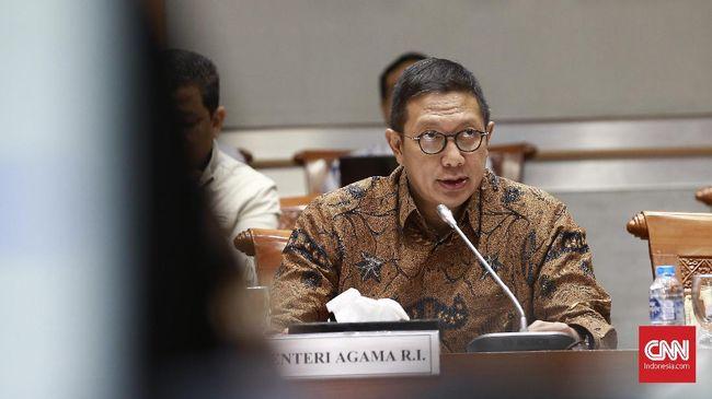 Menteri Agama Lukman Hakim Saifuddin mengatakan kewajiban bersertifikat halal juga diwajibkan bagi produk impor yang beredar di Indonesia.
