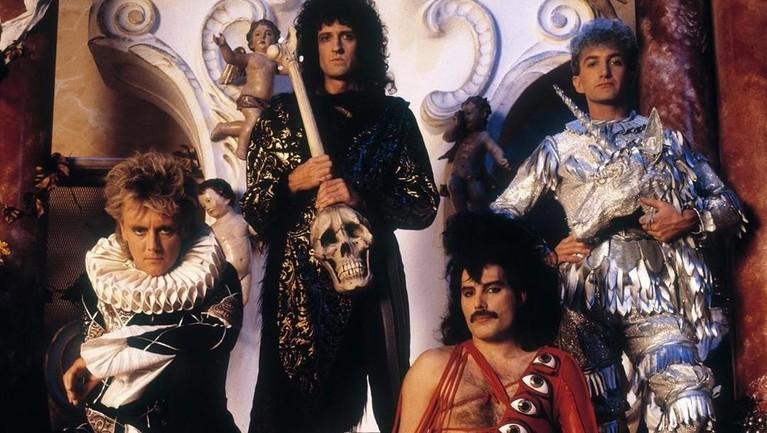 Radio Ga Ga. Lagu ini menjadi salah satu lagu yang pasti dinyanyikan Queen di setiap konser dan beberapa pertunjukannya. Termasuk aksi Queen di acara Live Aid pada 1985.