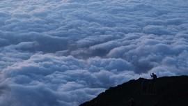 Pendaki Gunung Fuji Diduga Jatuh Saat Live Streaming