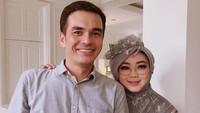 <p>Rina Gunawan dan Teddy Syach menikah pada 1999 silam. Pernikahan mereka ketika itu cukup mengejutkan karena tak pernah terdengar berpacaran. (Foto: @rinagunawan28)</p>
