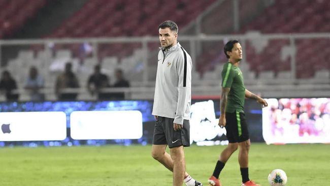 Manajer Timnas Indonesia Sumardji membantah Simon McMenemy mengalami depresi usai menelan empat kekalahan beruntun di Kualifikasi Piala Dunia 2022.