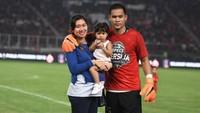 <p>Andritany juga tak lupa mengajak istri dan anaknya saat momen penting. Seperti saat Persija menjuarai Piala Presiden 2018 di Stadion Utama Gelora Bung Karno, Jakarta. (Foto: Instagram @andritany)</p>