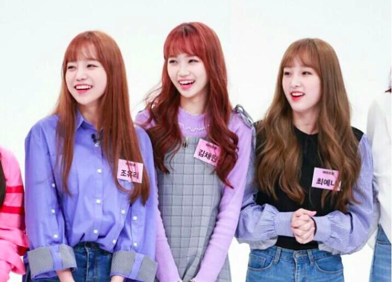 Yuri, Chaewon, dan Yena dari girlband IZ*ONE ini juga dinilai netizen memiliki banyak kemiripan.