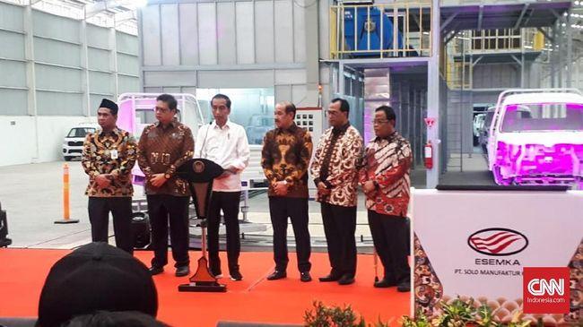 Presiden Jokowi yang selama ini seolah menghindar bila dikaitkan dengan Esemka, meresmikan pabrik Esemka di Boyolali, Jawa Tengah.