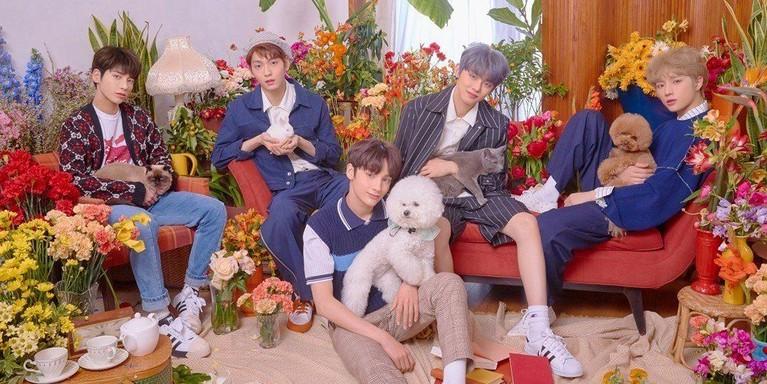 GrupTomorrow X Together mengejutkan penggemar BTS dengan hadir ke stadion tembat melangsungkan konser final. Sayangnya, salah member TXT, Taehyun tidak hadir untuk menyakssikan konser seniornya itu.