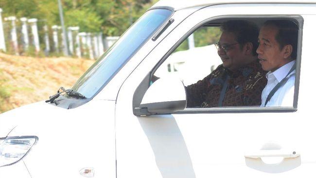 Menteri Perindustrian Airlangga Hartarto mengatakan Mobil Esemka belum bisa dijadikan mobil dinas kepresidenan dan menteri karena masih berjenis pikap.