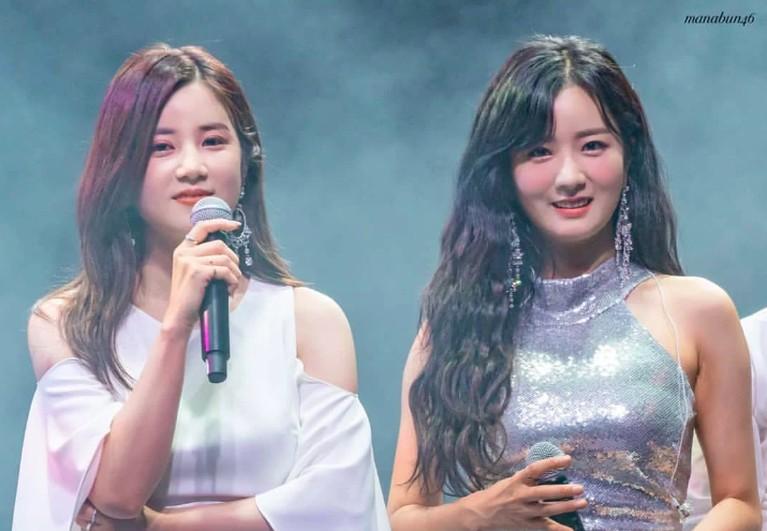 Sama-sama cantik,Bomidan Chorong APINK sering membuat netizen tertukar.