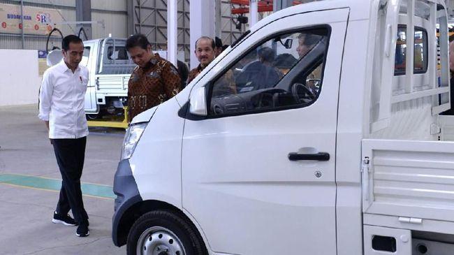 Menko Luhut tak ambil pusing dengan berbagai sindiran terhadap mobil pikap Esemka. Menurutnya, Esemka harus dilihat sebagai pelopor industri otomotif nasional.
