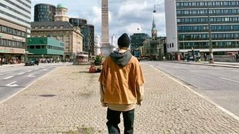 Terakhir, RM BTS memamerkan foto diri tengah berada di tengah jalan kota Kopenhagen, Denmark.