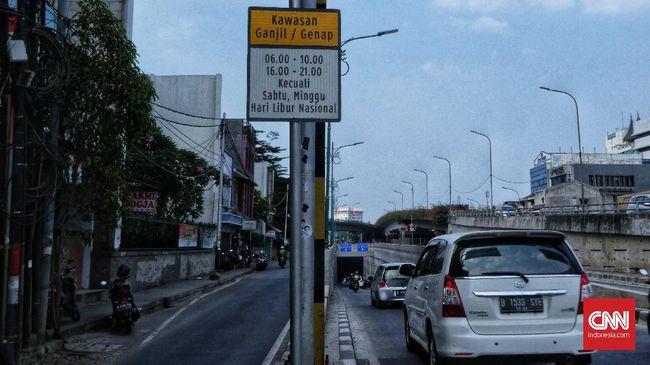 Transportasi umum dirasa punya risiko tinggi penyebaran virus corona, masyarakat Jakarta diimbau menggunakan kendaraan pribadi.