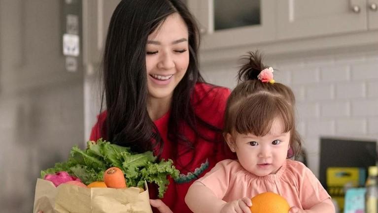 Franda sangat menikmati peran barunya sebagai ibu. Terlihat pada unggahan Instagram, dirinya sering menghabiskan waktu bersama Zyvechia.
