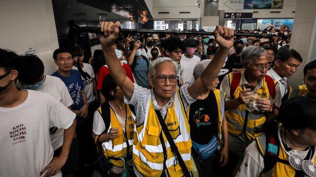 Aktivis Hong Kong menyerukan penghentian unjuk rasa pada Rabu (11/9) untuk memperingati teror yang mengguncang AS, lebih dikenal dengan sebutan tragedi 9/11.