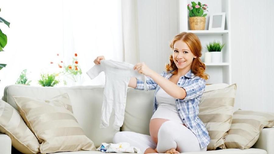 40 Daftar Perlengkapan Bayi Baru Lahir yang Sebaiknya Bunda Beli