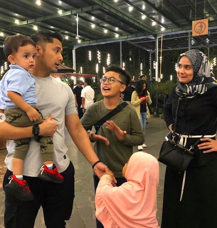 Hengky Kurniawan kini disibukkan dengan tugas barunya sebagai wakil bupati Bandung Barat. Intip quality time Hengky bersama istri dan anak-anaknya.