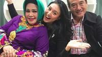 Momen manis Afi bersama kedua orang tuanya. (Foto: Instagram @hke57)