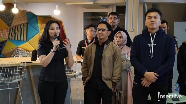 Insertkemudian mengadakan acara syukuran untuk penayangan perdana Insert Story yang dihadiri oleh seluruh tim serta petinggi di redaksi.