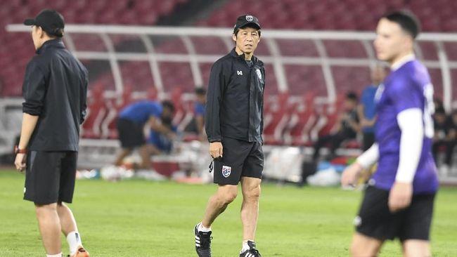 FAT memotong gaji pelatih timnas Thailand Akira Nishino untuk menjaga kestabilan keuangan akibat pandemi virus corona.
