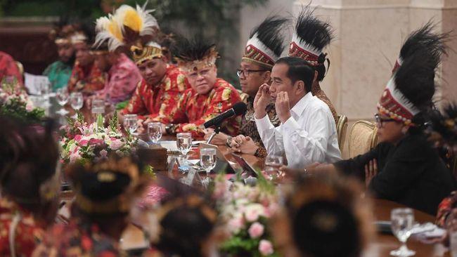 Pengacara mahasiswa Papua menyebut Jokowi salah ambil keputusan saat bertemu dengan 61 tokoh Papua dan Papua Barat.